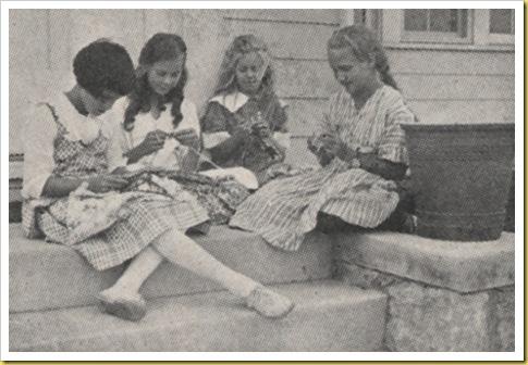 girlsknitting